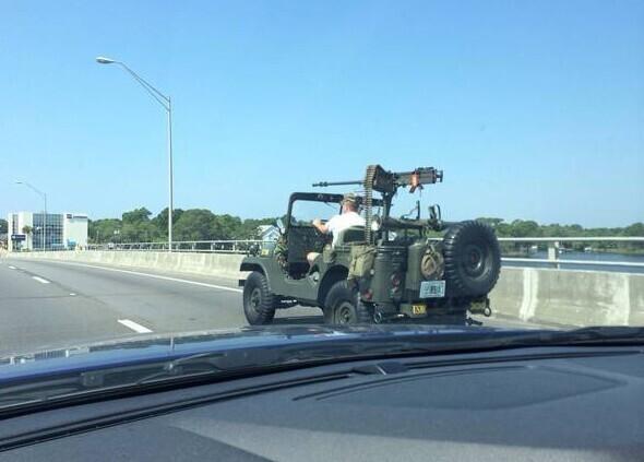 Похож на военный транспорт, но это не точно