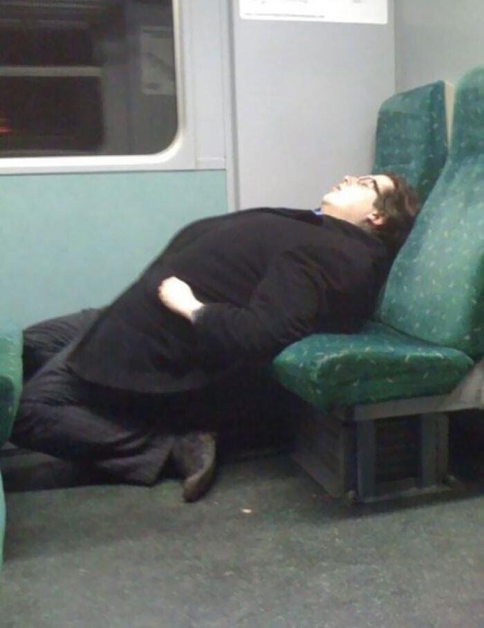 Сон в метро как вид искусства