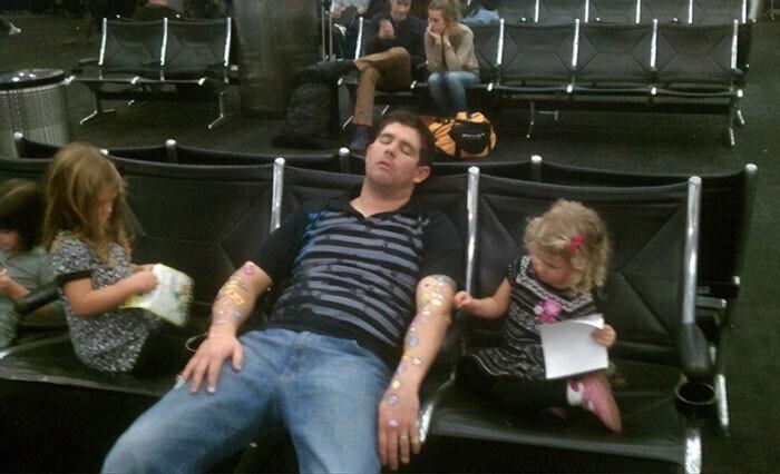 Еще одна причина, по которой лучше не спать в аэропорту