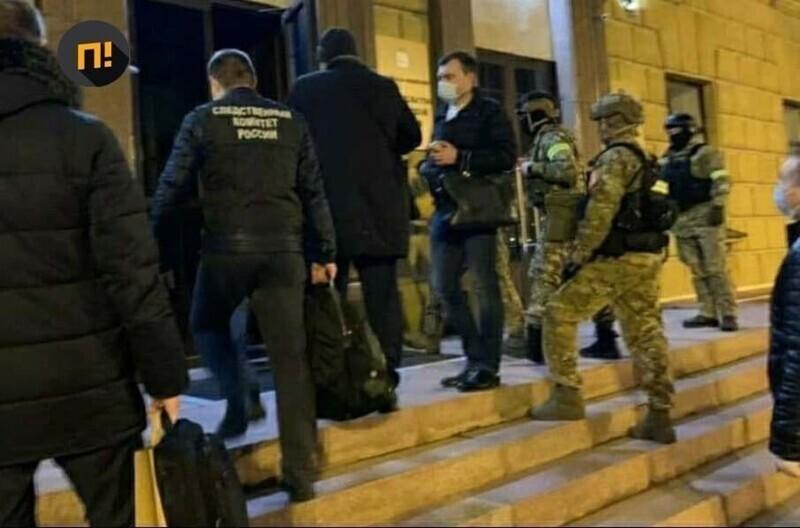 Март: пошли аресты губернаторов