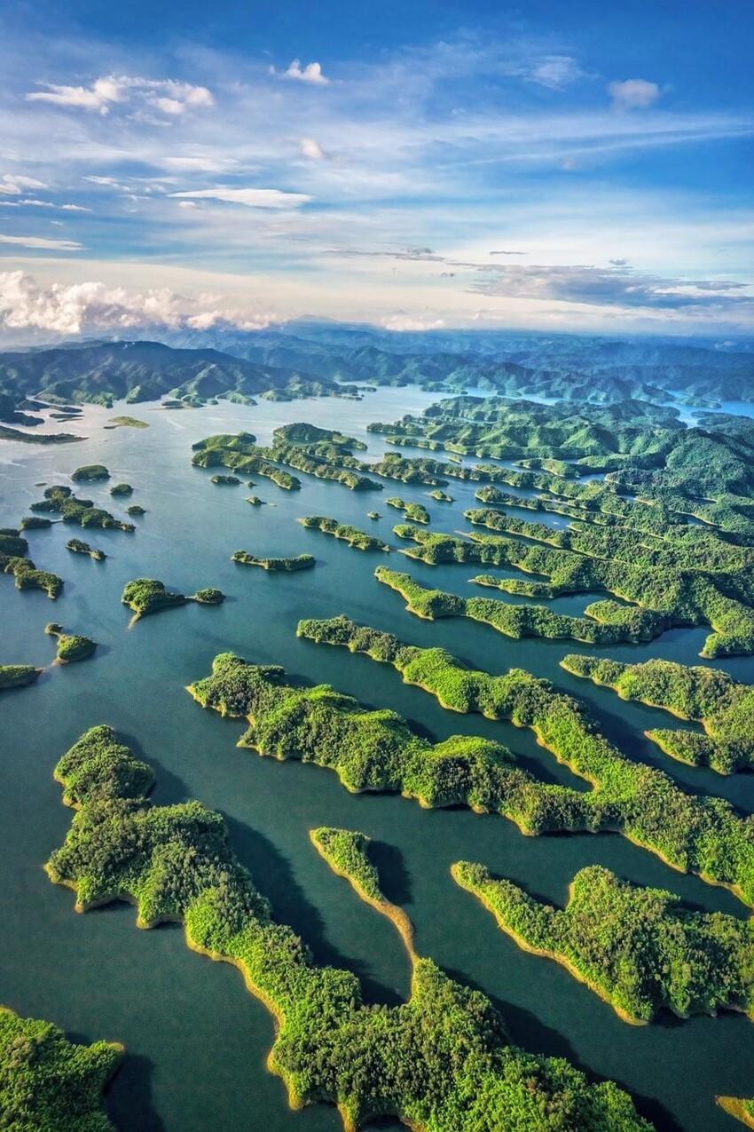Вид на озеро Та Дунг,  Дак Нонг, Вьетнам