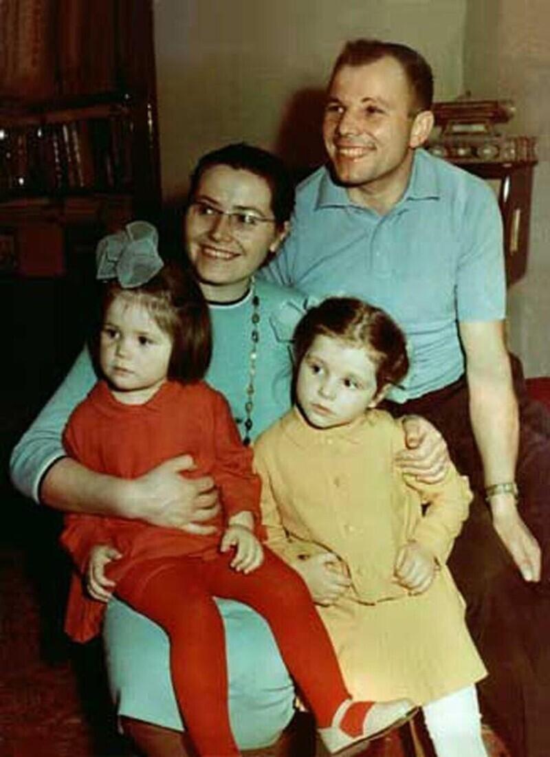 Гагарин с семьей