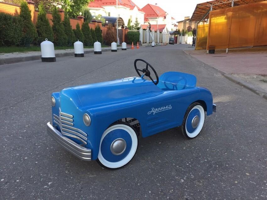 Педальная машина Зiронька. Производилась в послевоенные годы в г. Львов.