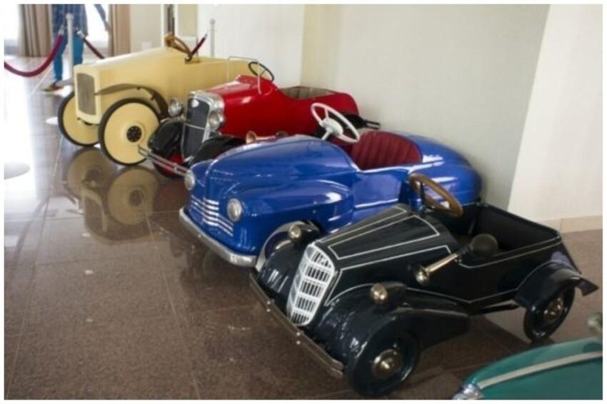 Завод имени Молотова первым выпустил детские педальные машины под аббревиатурой «ЗИМ» (бежевый)