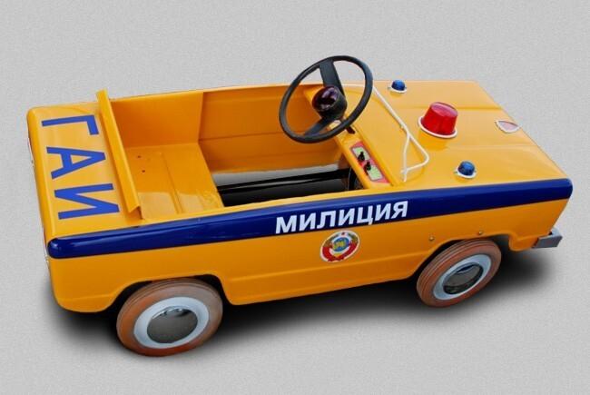 Стилистически автомобиль «Львовянка» напоминал «Жигули», а наличие на капоте проблескового маячка просто обязывало на создание из него спецтранспорта. Так появились модели со схемой окраски ГАИ.