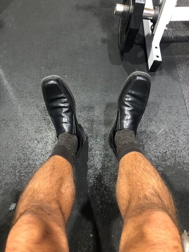 Забыл взять в спортзал кроссовки