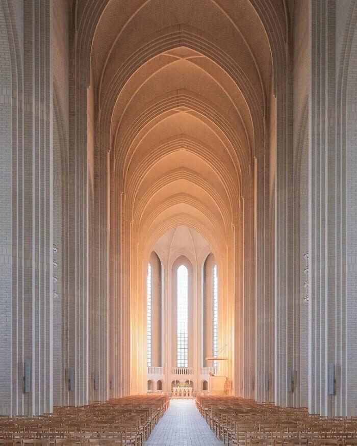 20. Церковь Грундтвига в Копенгагене, Дания. Был завершен в 1940 году. Стиль - сочетание собора и традиционного датского загородного дома