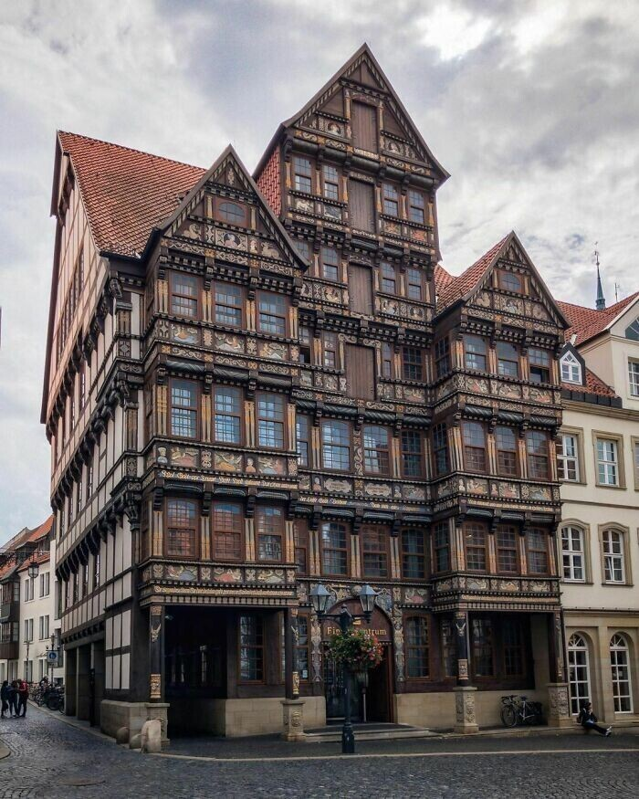 50. Ведекиндхаус, фахверковый дом в стиле ренессанс с резным дубовым фасадом. Хильдесхайм, Нижняя Саксония, Германия