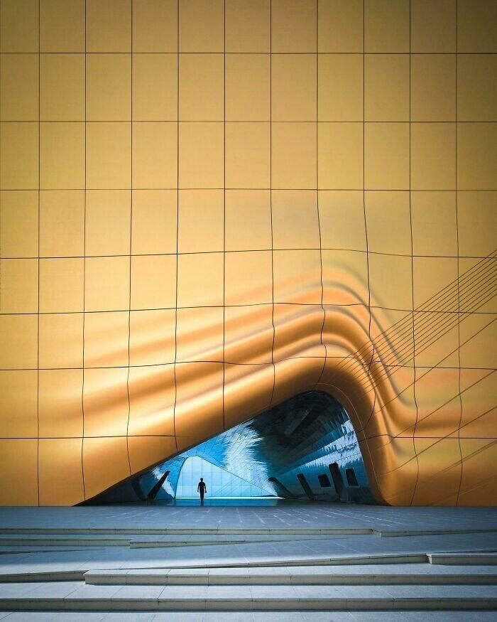 35. Вход в ночной клуб в Сеуле, Южная Корея, спроектированный студией Mvrdv (архитектор Вини Маас)