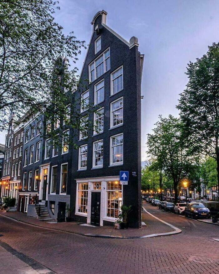 32. Очень узкий угловой дом, Амстердам, Нидерланды