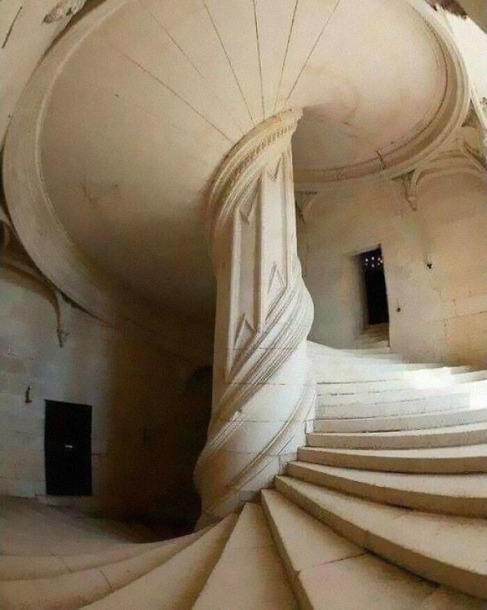 5. Винтовая лестница, спроектированная Леонардо да Винчи в 1516 году