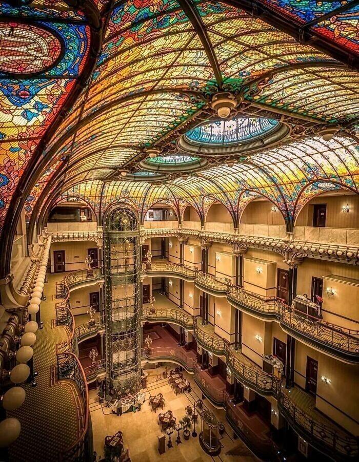 3. Гранд-отель Ciudad De México в стиле модерн, 1899 год, работы французского архитектора Жака Грюбера