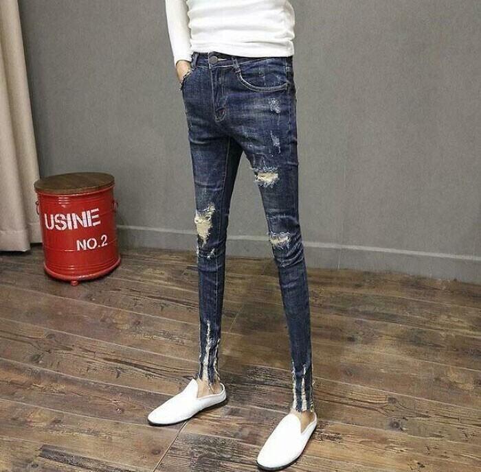 Ну, предположим, такие ноги бывают. Но вот таких джинсов не бывает точно!