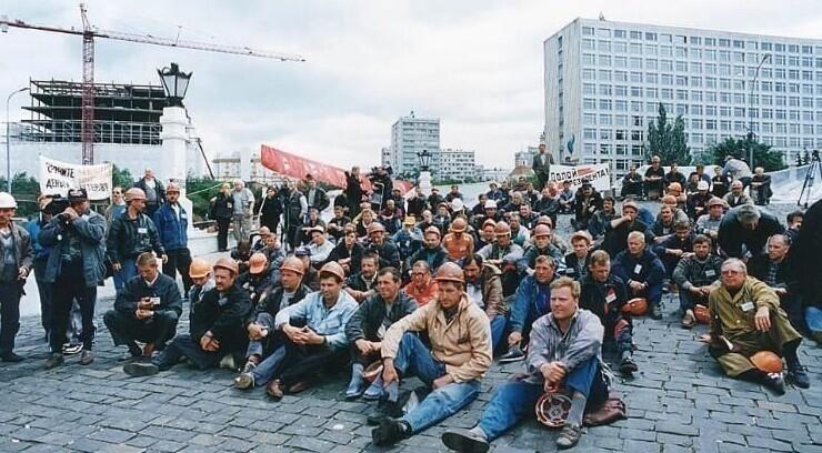 1. Забастовка шахтеров у Дома правительства РФ, Москва, 1998 год