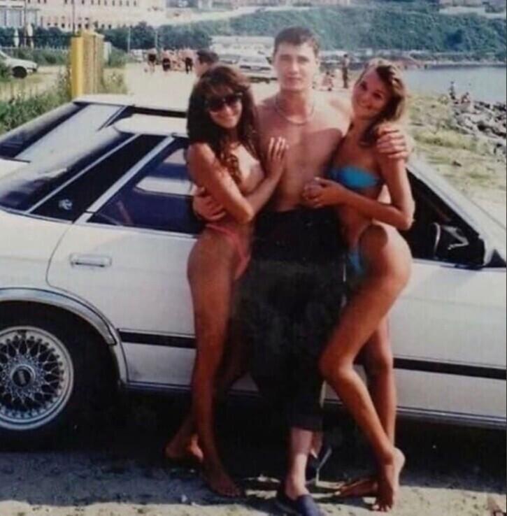 7. Иномарка в 90-е - это первый признак успешности