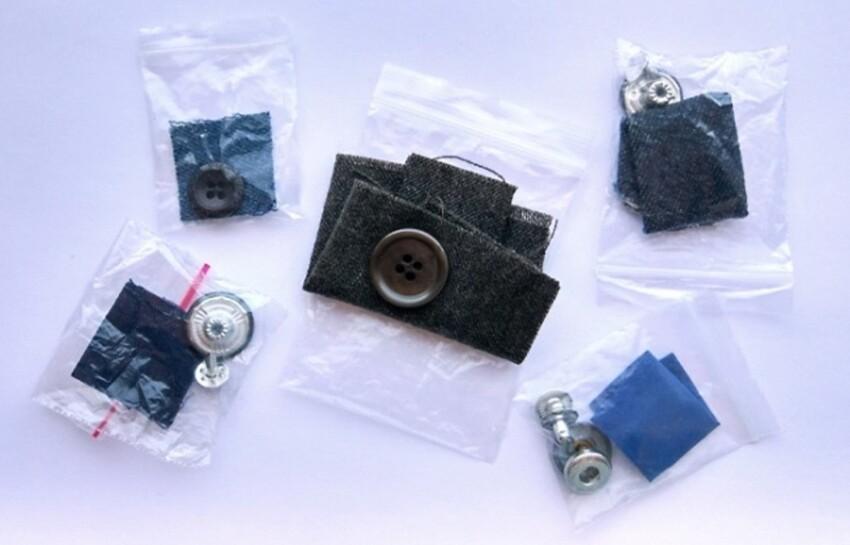 Кусочки ткани, которые прикладывает производитель предназначены не для заплаток, а для того, чтобы понять как ткань поведет себя после стирки - сядет, растянется  или будет краситься