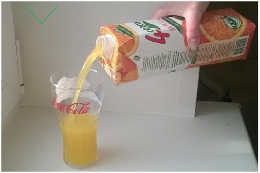Переверните тетрапак с соком, молоком и пр. вверху отверстием и жидкость не будет булькать и разбрызгиваться