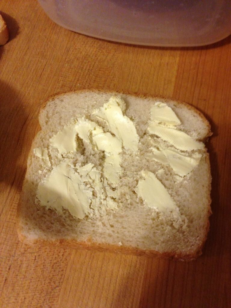 Очень мягкий хлеб, но очень замороженное масло