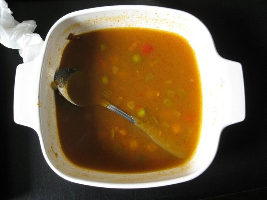 Ставишь ложку и она обязательно падает в суп