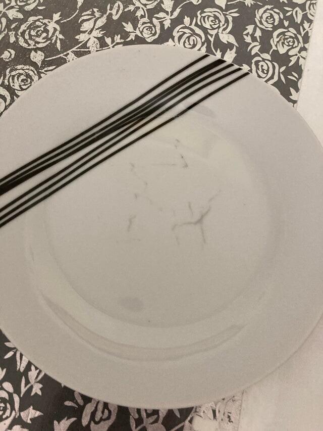 Эта тарелка словно всегда грязная