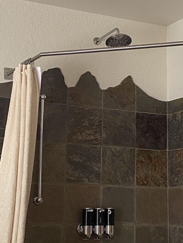 """""""Мой отель находится в горах, и плитка в ванной здесь приклеена в виде гор"""""""
