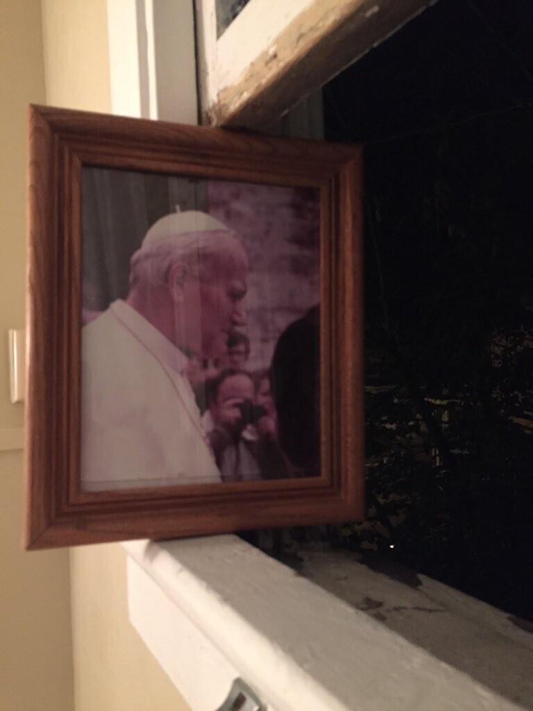 """""""Портрет папы римского в ванной моего парня. Все нормально"""""""
