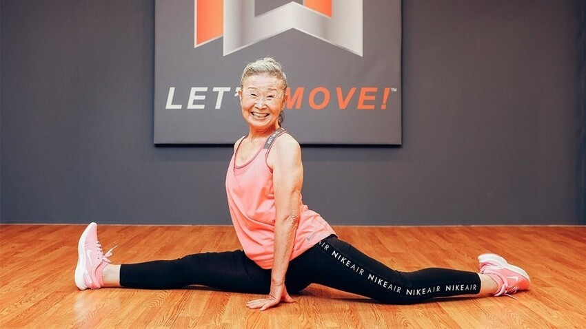 Такисима Мика - старейший фитнес-тренер Японии, ей 90 лет. Она начала свой тренерскую работу в возрасте 65 лет. С 79 лет у нее был свой личный тренер, а в 87 лет она сама стала инструктором по фитнесу.