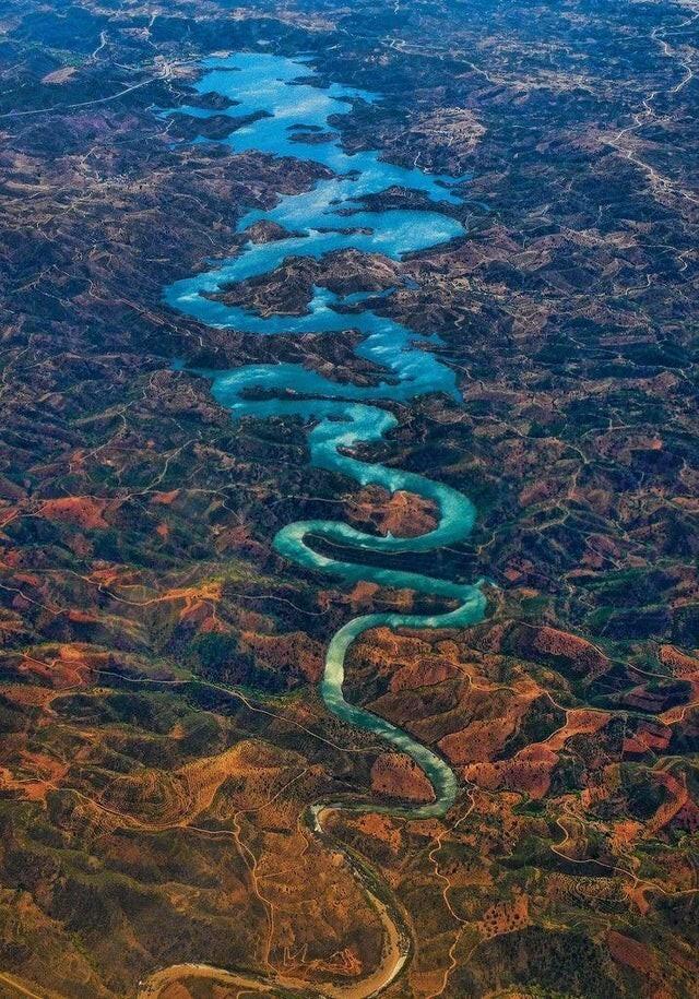 "Река ""Синий дракон"" в Португалии"