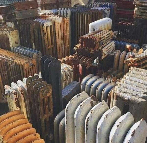Свалка батарей выглядит как город
