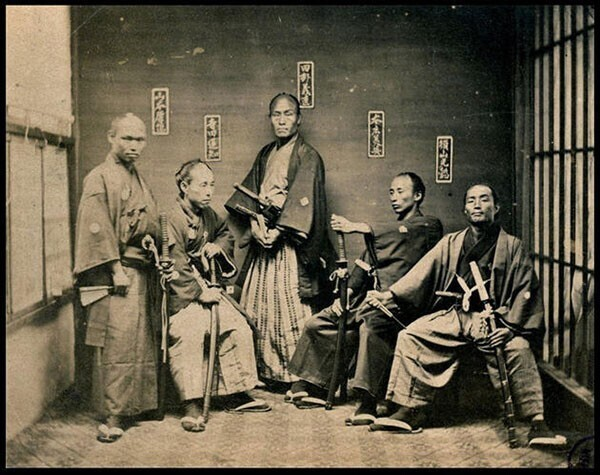 3. Воины-самураи. Снимок сделан в период между 1860 и 1880 годами