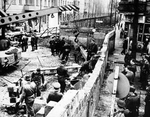 26. Строительство Берлинской стены в 1961 году