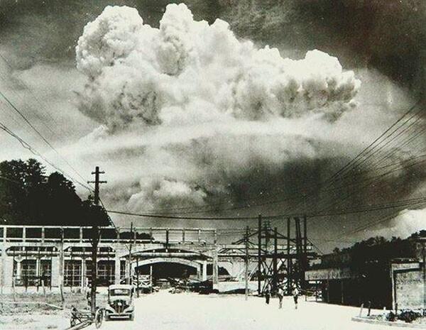 14. Нагасаки, через 20 минут после атомной бомбардировки 1945 года