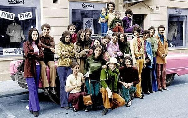 35. 14-летний Усама бен Ладен (2-й справа)
