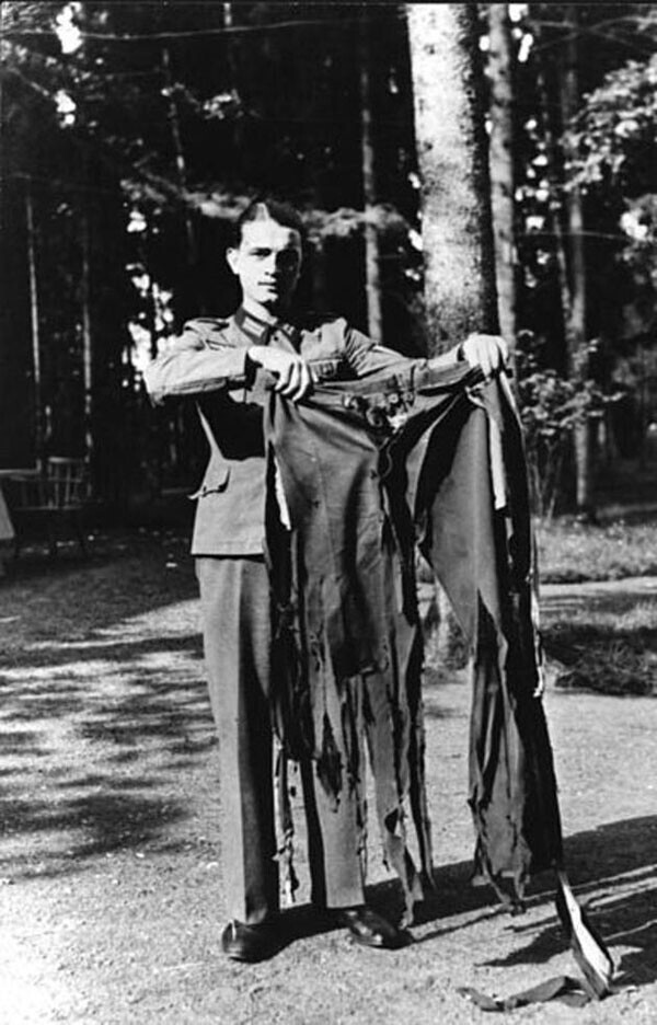 """43. Штаны Адольфа Гитлера после неудавшегося покушения в """"Волчьем логове"""" в 1944 году"""