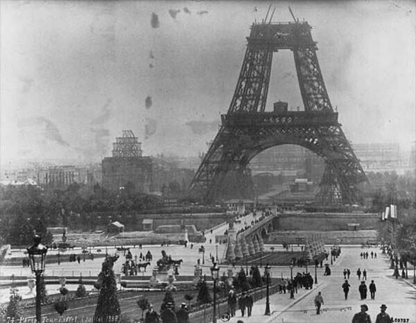 40. Строительство Эйфелевой башни в 1888 году