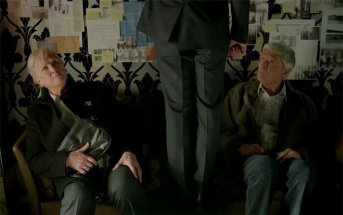 """Тимоти Карлтон и Ванда Вентхам, родители Бенедикта Камбербэтча, вместе с сыном сыграли в сериале """"Шерлок"""" (2010). Они сыграли родителей главного героя"""