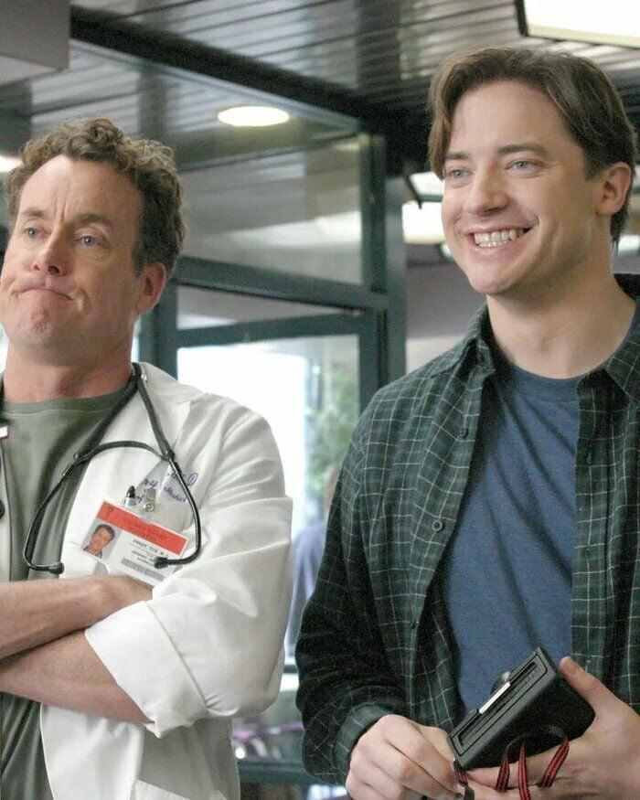 """""""Все в основном вспоминают Брендана по """"Мумии"""", но вы видели его в сериале """"Клиника""""? Если его мастерская игра вам не запомнилась, мне нечего вам сказать,"""" - @stevenspohn"""