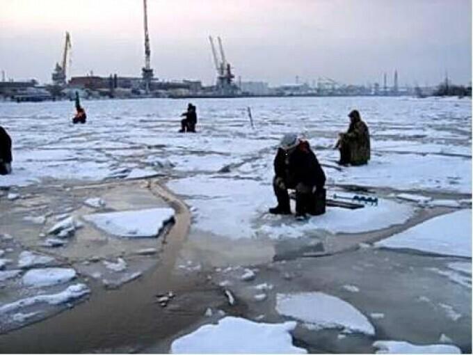 В Санкт-Петербурге спасатели уже начали патрулировать Финский залив и штрафовать нарушителей за выход на лед