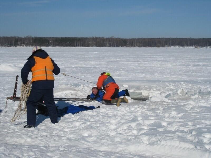 Провалиться под лед сейчас - плевое дело