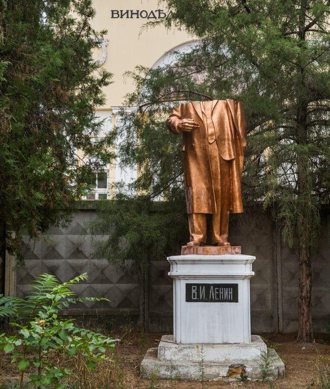 20 фотосвидетельств того, как пошла ко дну идеология коммунизма