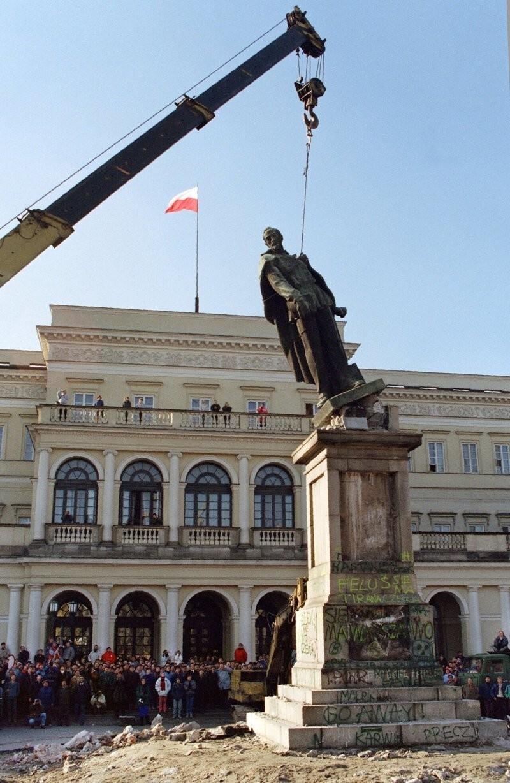 Снос памятника Феликсу Дзержинскому в Варшав,1989 год