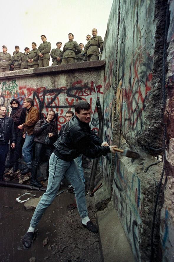 День падения Берлинской стены, 1990 год