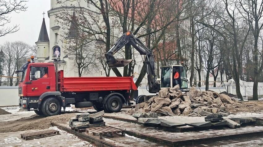 Снос памятника советским воинам, Литва