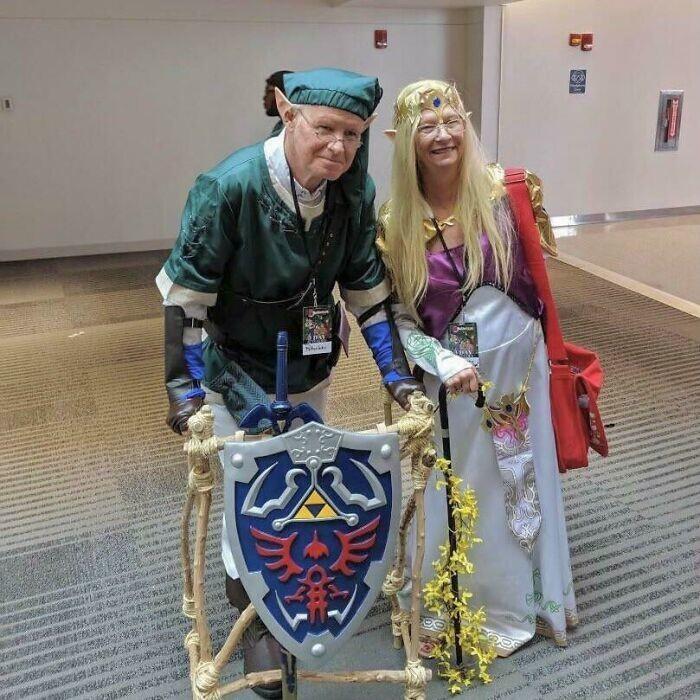 37. Пожилая пара нарядилась в Линка и Зельду