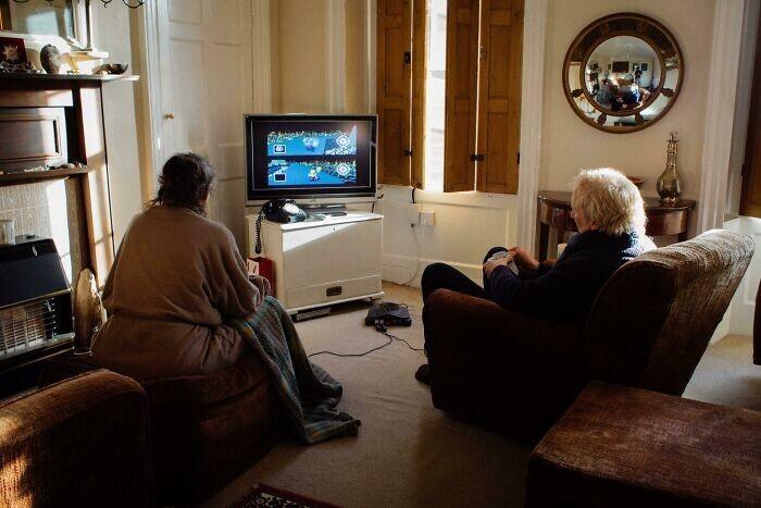 """8. """"Каждый день мои родители играют в Mario Kart 64, чтобы решить, кто пойдет делать чай. Они занимаются этим с 2001 года"""""""
