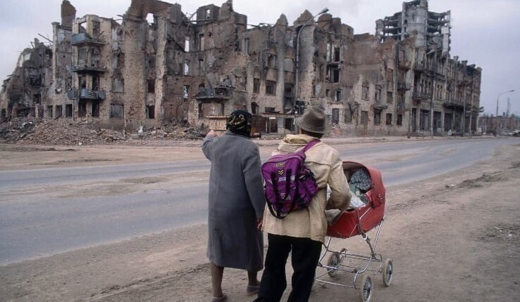 11. Прогулка по проспекту Ленина в Грозном. 1995 год