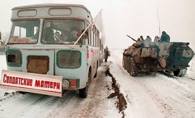 2. По дороге в Грозный. Автобус с матерями военнослужащих. 1996 год