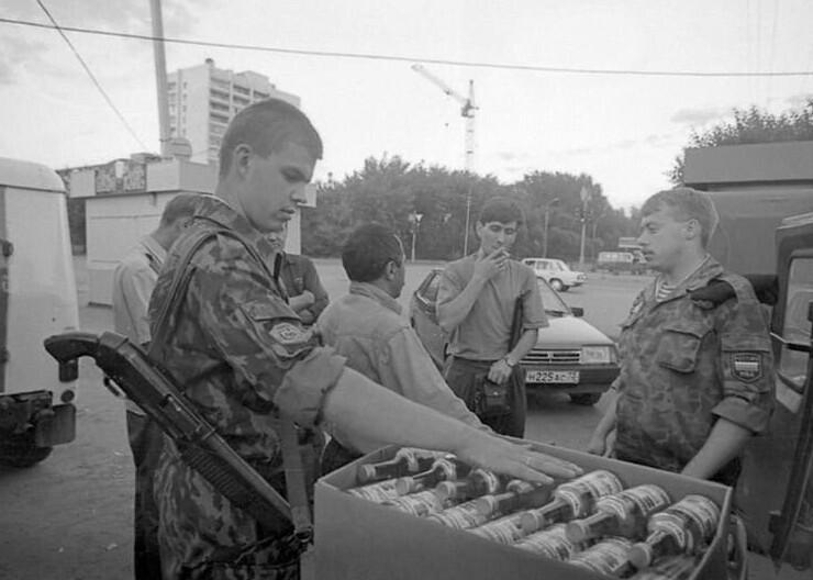7. Рейд ОМОНа по изъятию контрафактной спиртной продукции. Тюмень, 1994 год
