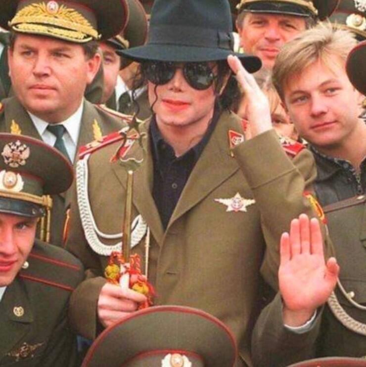 16. Майкл Джексон во время своего турне. Москва, 1996 год