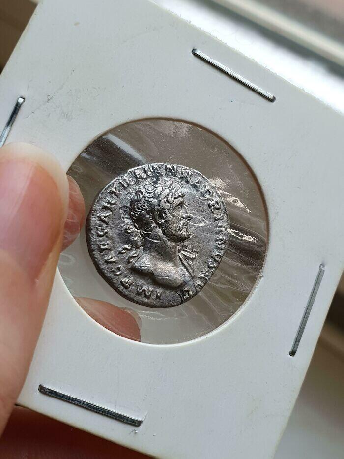 """""""У меня в коллекции есть римская монета времен императора Адриана. Ей 2000 лет"""""""